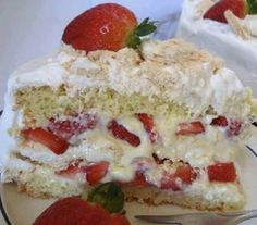 44 Ideas cake strawberry shortcake white chocolate for 2019 No Bake Desserts, Easy Desserts, Delicious Desserts, Cake Decorating For Beginners, Naked Cakes, Smooth Cake, Food Wishes, Just Eat It, Cake Mix Recipes