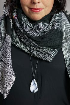 fall winter style ideas: how to wear a long necklace with a scarf Preppy Winter Outfits, Winter Outfit For Teen Girls, Winter Outfits Women, Winter Fashion Outfits, Casual Outfits, Fashion Ideas, How To Wear Flannels, How To Wear Leggings, How To Wear Scarves