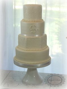 Henna inspired hand piped wedding cake