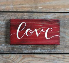 Love Rustic Wood Sign, Valentine's Day Decor, Small Hand Painted Sign - Valentinstag Geschenkideen Love Wood Sign, Diy Wood Signs, Rustic Wood Signs, Small Wood Sign, Rustic Wood Crafts, Valentines Day Decorations, Valentine Day Crafts, Valentines Day Decor Rustic, Arte Pallet