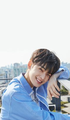 Kpop wallpapers Handsome Korean Actors, Handsome Boys, Korean Star, Korean Men, Cha Eunwoo Astro, Astro Wallpaper, Lee Dong Min, Park Hyung Sik, Idole