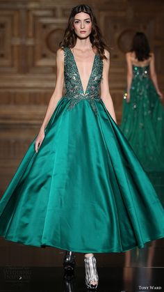tony ward couture fall 2016 sleeveless v neck ankle length dress mv green color -- Tony Ward Fall/Winter Couture Collection Tony Ward, Georges Hobeika, Style Couture, Couture Fashion, Couture Week, Furla, Beautiful Gowns, Beautiful Outfits, Prom Dress Couture