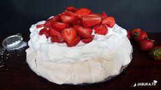 Kuhajte s Jabukom: Osvježavajuća Pavlova torta idealna za ljetne dane Bosnian Recipes, Pavlova, Cake, Desserts, Food, Tailgate Desserts, Deserts, Food Cakes, Eten