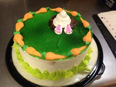 thik haa n ha mai hu busy class ha mera issliya Easter Bunny Cake, Easter Cupcakes, Easter Treats, Round Birthday Cakes, Round Cakes, Holiday Cakes, Holiday Desserts, Buttercream Cake Designs, Frosting