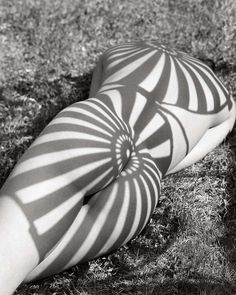 Pattern recognition  foto : Herb Ritts via lewoandwe @olivier.abry #1985 #rearview #shesalotlikeyou #thisisnthappiness