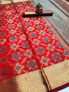 Beautiful Pure Soft Banarasi Patola Weaving Saree (8 Pcs Set) Wedding Saree Blouse, Sari Blouse, Silk Saree Kanchipuram, Ikkat Silk Sarees, Handloom Weaving, Checks Saree, Indian Blouse, Red Saree, Casual Wedding