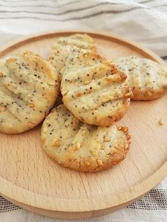 The recipe for shortbread with seeds Oatmeal Biscuits, Fluffy Biscuits, Vol Au Vent, Vegan Breakfast Recipes, Snack Recipes, Cooking Recipes, Polenta, Shortbread, Homemade Gravy For Biscuits