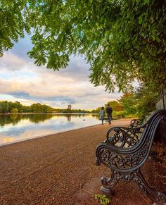 Congrats to for having an image featured on the news! Here's another cracker from Who would like to sit here for a while? London City, Hyde Park London, London Map, London Places, London Travel, London Night, London Skyline, London House, Places To Travel