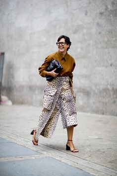 Milan Fashion Week: The best street style looks from the spring/summer 2020 runway season Early 2000s Fashion, 80s Fashion, Fashion 2020, Modest Fashion, Daily Fashion, Milan Fashion, Fashion Hats, Swag Fashion, Fashion Outfits