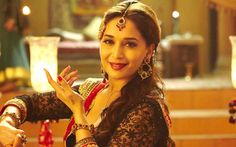Madhuri Dixit Outfits in Dedh Ishqiya Apart from the chocolate flavoured popcorn (Have you guys tried 4700 BC flavoured popcorn) which was my favourite thing about Dedh Ishqiya , my second favourite today was all the gorgeous clothing. Bollywood Actors, Bollywood News, Bollywood Fashion, Madhuri Dixit, Indian Photoshoot, Photoshoot Ideas, Sushmita Sen, Preity Zinta, Karisma Kapoor