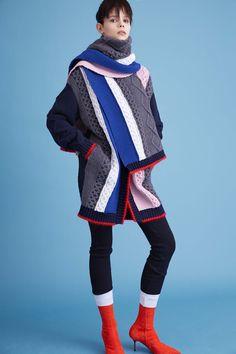 Iceberg Pre-Fall 2016 Fashion Show Fall Fashion 2016, Fashion Week, Autumn Winter Fashion, Fashion Show, Fashion Trends, Fashion Design, Cable Sweater, Knit Fashion, Knit Jacket