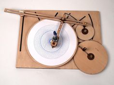 Vintage-Inspired Wooden Drawing Machine Produces Complex Designs with the Turn of a Crank - My Modern Met