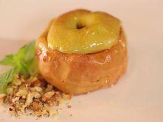 Запечённое яблоко с орехами и сухофруктами