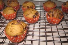 Whole Wheat Pumpkin Muffins Ooh these are good! I used 1 c whole wheat and c white flour and used raisins and pumpkin seeds instead of the chocolate chips. My batch made 12 muffins & 1 mini loaf! Healthy Food Swaps, Healthy Desserts, Delicious Desserts, Yummy Food, Healthy Recipes, Pumpkin Chocolate Chip Muffins, Pumpkin Cupcakes, Fall Recipes, Sweet Recipes