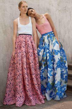 Carolina Herrera Resort 2018 collection, runway looks, beauty, models, and reviews.