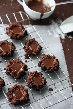 Saftige Schoko-Makronen mit dunklem Schokoladenkern