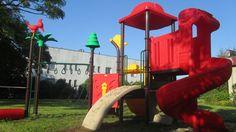 Nasz najnowszy plac zabaw został wyposażony w zestaw z serii Dżungla 11201 oraz huśtawkę nr 19607. Odbiór budowy placu odbył się 26.08.2014. Szczęśliwe dzieci bawiły się na nowym miejscu nie szczędząc słów zachwytu. http://spil.pl/place-zabaw-z-certyfikatem-lazy/