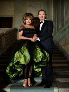 Tina Turner casou no dia 20 de julho de 2013, depois de 27 anos de namoro, com o produtor musical Erwin Bach, usando vestido de Giorgio Armani.