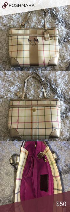 Coach purse I'm good condition! Cream coach shoulder purse Coach Bags Shoulder Bags