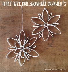 Can spray paint and/or dip edges in glue then glitter DIY Toilet Paper Roll Snowflake Ornaments. Can spray paint and/or dip edges in glue then glitter Toilet Roll Craft, Toilet Paper Roll Art, Toilet Paper Roll Crafts, Cardboard Crafts, Diy Paper, Cardboard Playhouse, Paper Ornaments, Snowflake Ornaments, Diy Christmas Ornaments