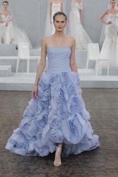 Tendências noivas 2015 - cores | vestido de noiva com saia florida em violeta azul de Monique Lhuiller 2015