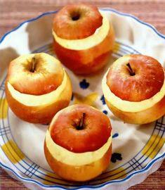 """Чтобы у нас получились запеченные яблоки с творогом, берем: 4 яблока, 1 яичный желток, 200 г творога, 1 ст.л. сахара и ванильный сахар на кончике ножа.  Итак, чтобы приготовить эти запеченные яблоки с творожной начинкой, сначала протираем через сито творог. Желток взбиваем с ванильным сахаром и сахаром, после чего добавляем его в творог и тщательно перемешиваем.  Яблоки моем, острым ножом верхнюю треть каждого яблока срезаем как """"крышечку"""" и ложкой вынимаем сердцевину. Doughnut, Peach, Fruit, Desserts, Food, Tailgate Desserts, Deserts, Essen, Postres"""