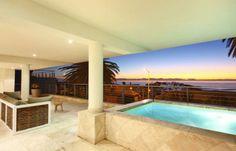 On Victoria Terrace   Camps Bay Louez ce spacieux appartement de 3 chambres à Camps Bay. Profitez depuis son immense terrasse de la beauté des couchers de soleil du Cap.