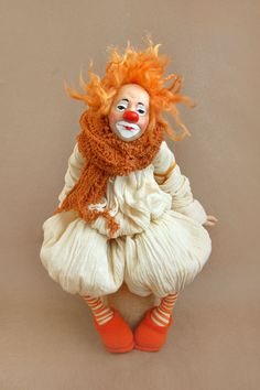 Is this clown funny or a little bit sad? Funny Baby Clothes, Funny Babies, Bjd Dolls, Doll Toys, Clown Pics, Felt Baby, Vintage Circus, Soft Dolls, Doll Face