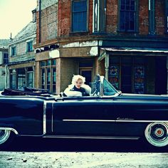 Marilyn Monroe in her cadillac Photo by: Milton H Greene Joe Dimaggio, Jack Nicholson, Brigitte Bardot, Hollywood Stars, Old Hollywood, Hollywood Girls, Classic Hollywood, Fotos Marilyn Monroe, Divas