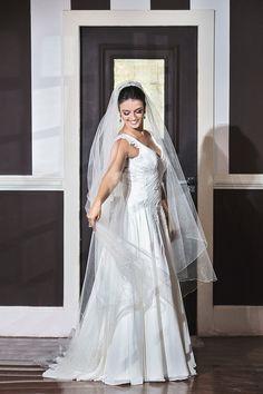 Vestido de Atelier Silvio Cruz escolhido por Maria Clara. O casamento de Maria Clara e Thiago foi publicado no   Euamocasamento.com, e as fotos são de V Rebel.   #euamocasamento #NoivasRio #Casabemcomvocê