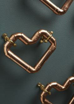 Our Copper Pipe Heart is beautifully handmade and will look stunning hung on the wall, perfect for contemporary or traditional homes. Its chunky and large enough to look great on its own, or to add a real impact display in a row of Copper Decor, Copper Art, Copper Metal, Copper Wedding Decor, Pipe Decor, Copper Bathroom, Wire Crafts, Copper Crafts, Pvc Pipe
