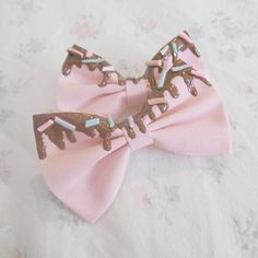 Cute hair bows. Would go great with a pastel green or white top with light blue shorts and brown shoes.
