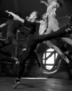 Cours d'adage à l'Opéra, Paris, 1950, by ROBERT DOISNEAU.