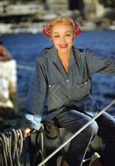 Marlene Dietrich on the set of The Monte Carlo Story, 1956 Hollywood Heroines, Hollywood Icons, Vintage Hollywood, Hollywood Glamour, Hollywood Stars, Classic Hollywood, Marlene Dietrich, Older Actresses, Actors & Actresses