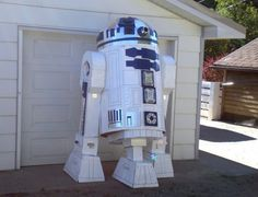 """Whether or not this is the droid you're looking for, you're bound not to miss it.Len Komanac made this possible by building a 96-inch R2-D2 model out of cardboard and duct tape. Using four refrigerator boxes, five air conditioner boxes, three dryer boxes, three rolls of blue duct tape, one roll of aluminum tape, one can of white paint, two Sharpie pens and 52 glue sticks, Komanac created this monstrous do-it-yourself R2-D2. The cardboard robot will be displayed at the """"Dr. StrangeLen or How…"""