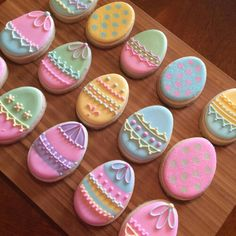 Decorated Easter cookies are such a cute addition to the Easter celebrations. - Decorated Easter cookies are such a cute addition to the Easter celebrations. Get some Easter cooki - No Egg Cookies, Fancy Cookies, Iced Cookies, Cookies Et Biscuits, Holiday Cookies, Cupcake Cookies, Baking Biscuits, Easter Biscuits, Super Cookies