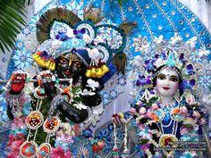 Jai Shree Krishna, Krishna Radha, Iskcon Vrindavan, Lord Krishna Wallpapers, Krishna Janmashtami, Krishna Photos, Blue Balloons, Ganesh, Deities