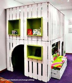 Speelhuisje voor de kinderen, gemaakt met pallets.
