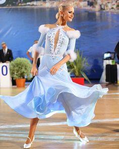 Latin Ballroom Dresses, Latin Dance Dresses, Ballroom Dancing, Dance Accessories, Beautiful Costumes, Dance Fashion, Just Dance, Dance Costumes, Dream Dress