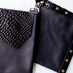 Black & Black Alligator Holdster~Our edgy alligator inspired Eve is designed for bold and badass women. It pairs beautifully with any outfit, and is perfect for a night out.   #holdster #stylepurse #edgystyle #handsfreepurse #minimaliststyle #fashionpurse #hippypurse #bohostyle #gypsystyle #travelpurse #festivalpurse #securepurse