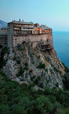 Monastery of Simonopetra, Mount Athos, Greece Mykonos, Santorini, Beautiful Buildings, Beautiful Places, The Holy Mountain, Places In Greece, Beau Site, Le Palais, Place Of Worship