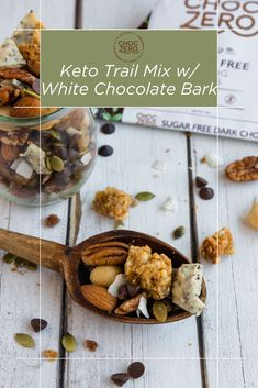 This Homemade Keto Trail Mix is the solution: full of heart-healthy nuts and a delicious white chocolate bark made with our keto chocolate baking chips... and absolutely no added sugar! Make a batch at the weekend and enjoy all week. It makes for a perfect post-workout snack, a satiating breakfast-on-the-go or just a quick snack to keep hunger at bay. Quick Keto Dessert, Healthy Dessert Recipes, Keto Recipes, White Chocolate Bark, Post Workout Snacks, Baked Chips, Sliced Almonds, Sugar Free Recipes, Quick Snacks