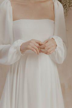 We Can't Get Enough of Vania Romoff's Bridal 2018 Collection! – Wedding Dres… We Can't Get Enough of Vania Romoff's Bridal 2018 Collection! Minimal Wedding Dress, Elegant Wedding Dress, Perfect Wedding Dress, Elegant Bride, Elegant White Dress, White Elegance, Ethereal Wedding, Modest Wedding, Simple Dresses