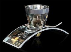 Una espectacular Colección de Tazas de café creadas Por Deviehl: Arrusha  Cada una de las tazas fue creada usando 25 piezas, y tienen una estufa de aislamiento de alta gama para mantener la bebida a una temperatura óptima.
