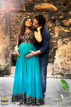 Maternity couple photography at rustic location / fort Couple Pregnancy Photoshoot, Maternity Dresses For Photoshoot, Maternity Poses, Maternity Pictures, Maternity Photography Outdoors, Couple Photography, Pregnancy Photography, Indian Maternity Wear, Baby Shower Photography