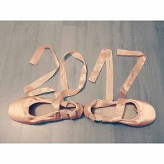 Happy New Year!🎊🎉 Repost from @worldballetproject • • #WorldBalletProject @Regrann from @julias.gym.world -  Happy New Year everyone! 🎉 • #ballet #ballet_a #pointeshoes #enpointe #2017 #dancersofig #pointemagazine #ballerinasofig #dancer #ballet #ballerina #worldwideballet #ballerinasofinstagram #dancersofinstagram #balletphotos #balletphotography #dancephotography #theballetscene #balletlife #ballerinalife #instaballet #balletdancer