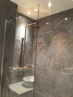 Bathroom Inspo, Bathroom Inspiration, Interior Design Inspiration, Minimalist Bathroom, Minimalist Home, Apartment Interior, Room Interior, Living Room Victorian House, Modern Bathroom Design