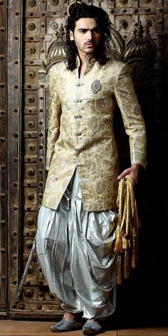 Fashion design deco a petit prix - Decoration Groom Outfit, Groom Dress, Wedding Wear, Wedding Suits, Farm Wedding, Wedding Couples, Boho Wedding, Wedding Reception, Indian Men Fashion