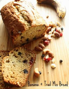 Banana + Trail Mix Bread - Delicious and it comes out perfect every time – moist, sweet (but not overly so), and hearty. Vanilla Bread Recipe, Banana Bread Recipes, Homemade Breakfast, Best Breakfast Recipes, Breakfast Ideas, Best Appetizers, Appetizer Recipes, Best Food Ever, Pie Dessert