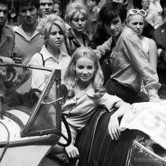 """Pola Raksa w filmie Stanisława Barei """"Przygoda z piosenką"""", 1968."""